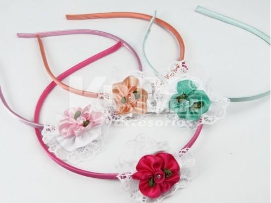 Vincha con cocarda y flor